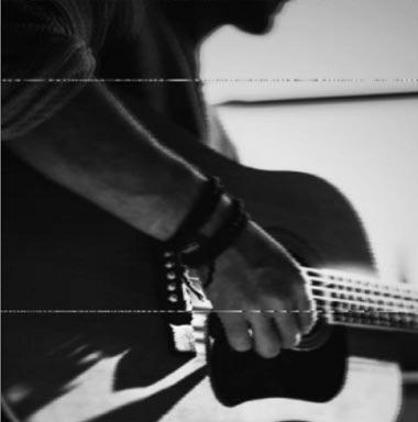 دانلود آهنگ توی قلب کوچیکم جاتو محکم میکنم